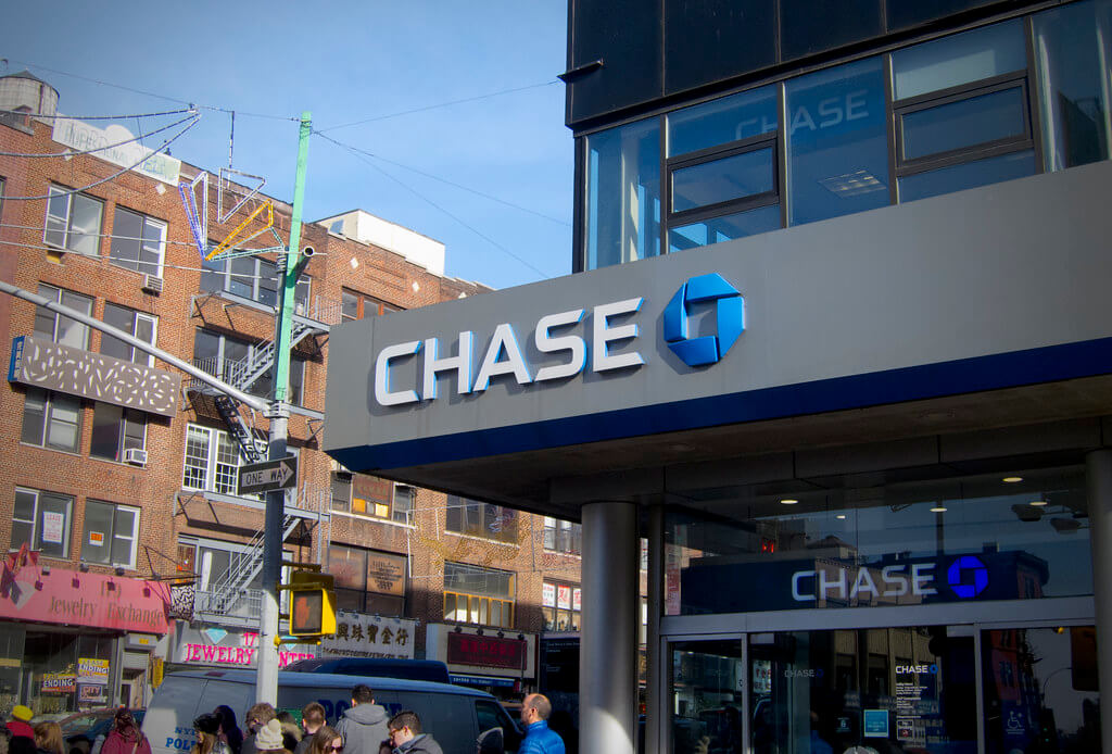 is chase bank open tomorrow saturday