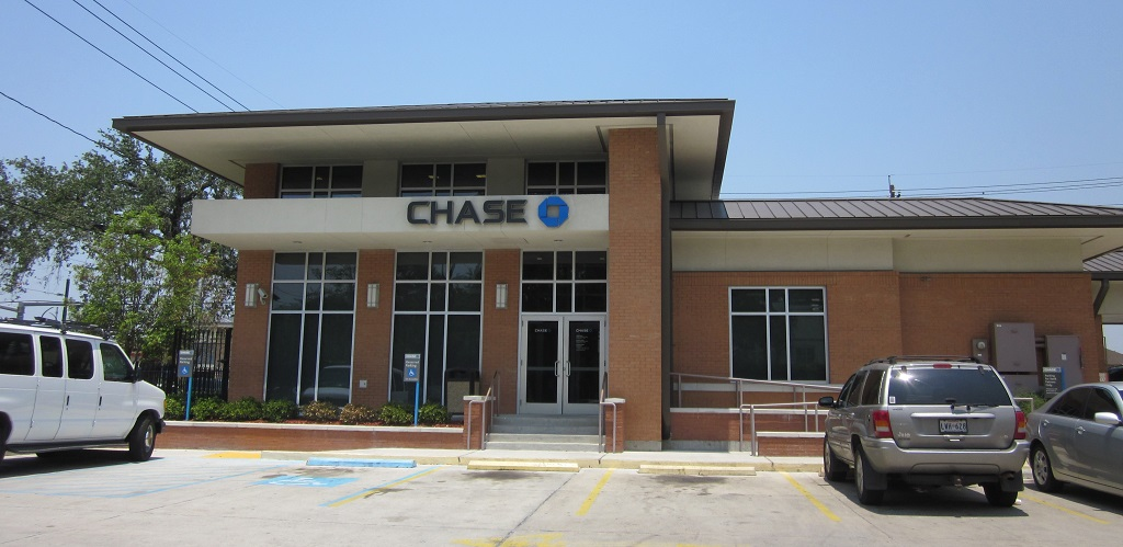 What time does Chase Bank Open?