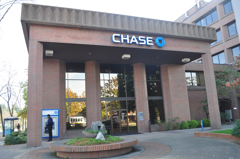 What time does Chase Bank Close?